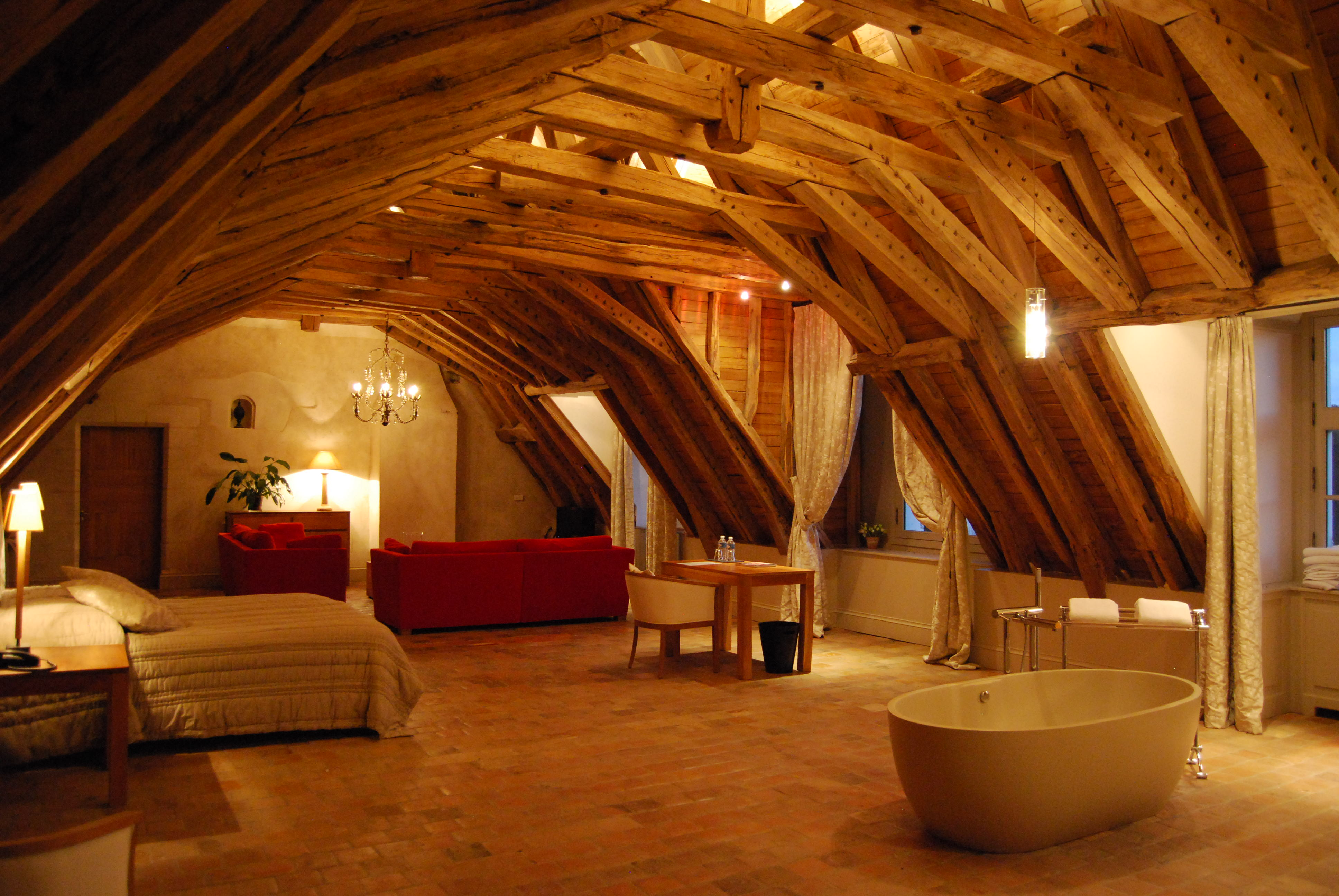 small low ceiling attic ideas - Quentin & Aymeric Chateau des Arpentis